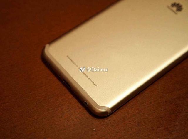 Безрамочный Huawei Maimang 6 счетырьмя камерами представлен официально