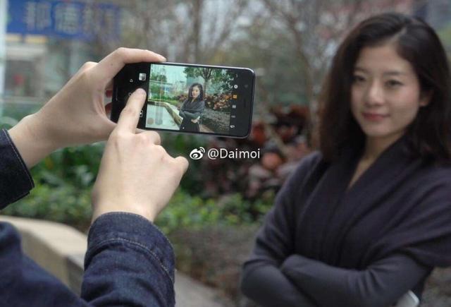 Безрамочный Huawei G10 показался наживых фото