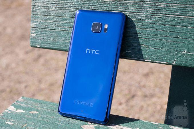 HTC анонсировала три новые мобильные телефоны доконца 2015-го года