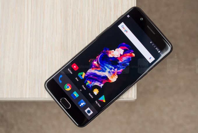 Владельцы телефонов OnePlus 5 столкнулись сновой проблемой после обновления