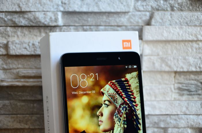 Xiaomi Redmi Note 3 obzor licevaya panel verx1