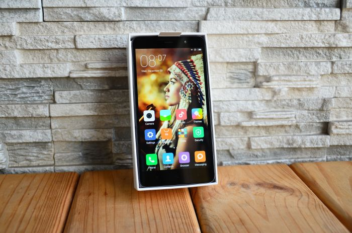 Xiaomi Redmi Note 3 obzor smartfon v upakovke