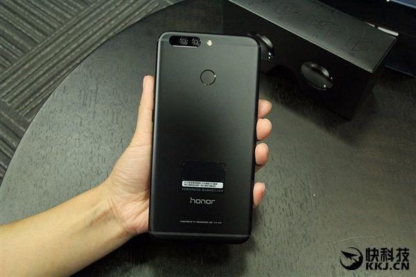 Huawei работает над полностью безрамочным смартфоном