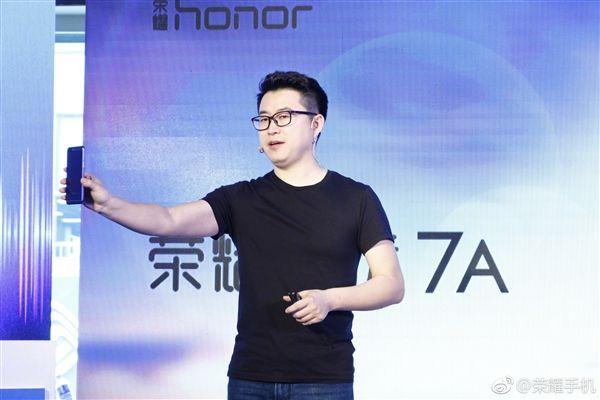 Huawei представила супербюджетный безрамочный смартфон Honor 7A сосдвоенной камерой