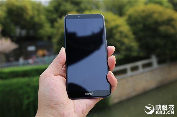 Huawei представила бюджетный смартфон Honor 7A