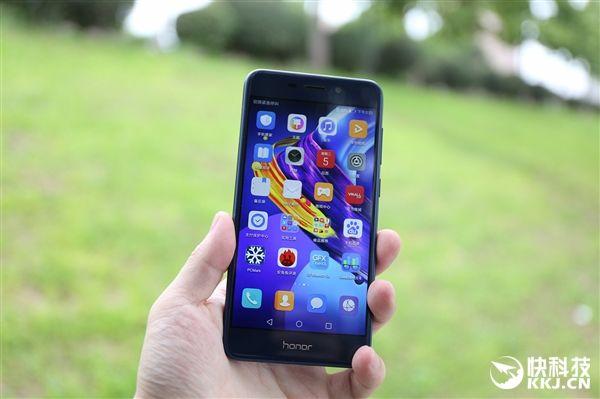 Huawei представила бюджетный Honor V9 Play с4 ГБоперативной памяти