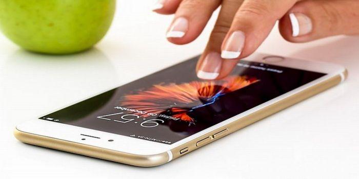 Японские ученые придумали экран для смартфона, который «залечивает» трещины