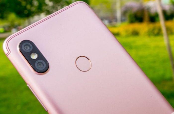Бюджетный Xiaomi Redmi S2 показали вживую