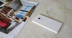 Xiaomi Mi Mix 2 в белом цвете на фото или как можно рекламировать сразу два смартфона