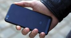 Xiaomi Mi5c: распаковка смартфона компании с первым чипом Xiaomi