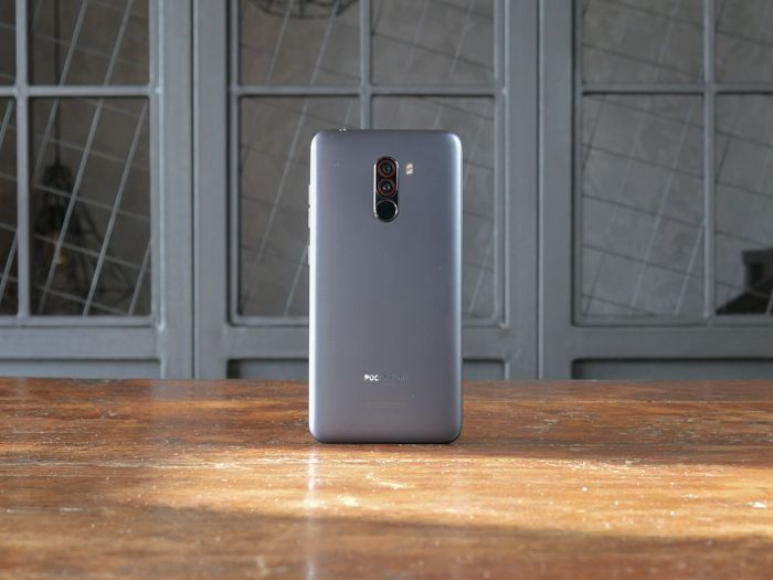 Обзор Xiaomi Pocophone F1 - лучший смартфон за свои деньги – фото 1