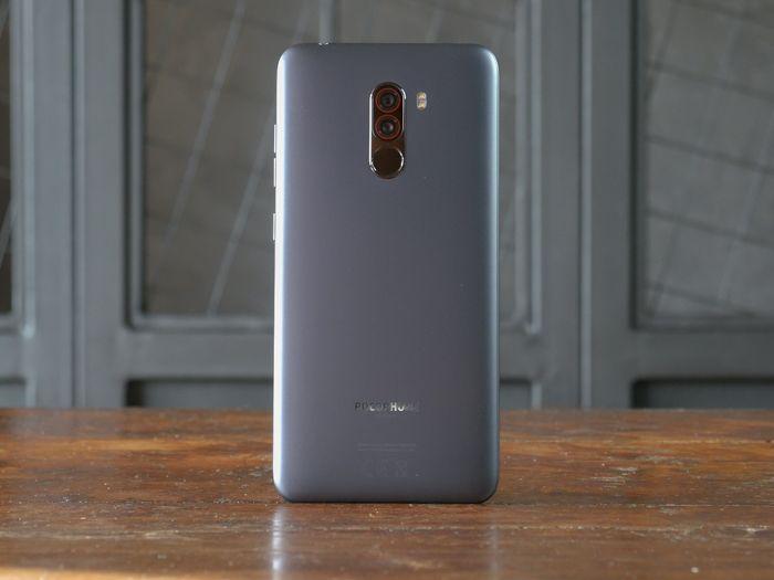 Обзор Xiaomi Pocophone F1 - лучший смартфон за свои деньги – фото 4