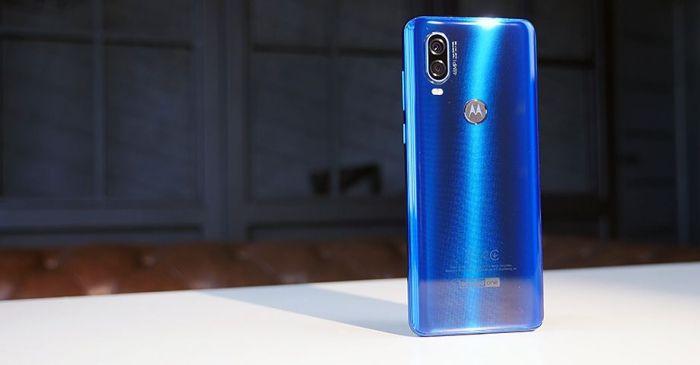 Дизайн и особенности Motorola One Vision