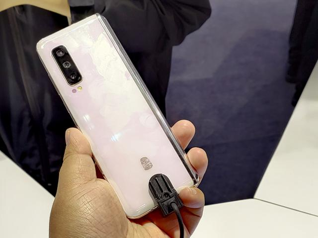 Анонс Samsung W20 5G: разогнанная 5G-версия Galaxy Fold – фото 2