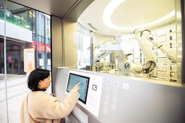 Huawei открыла «умный» магазин с роботами-продавцами