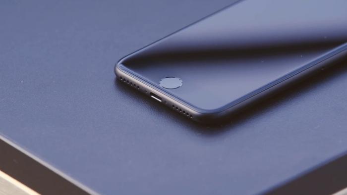 сравнение дизайна iPhone 7 и Xiaomi Mi 9