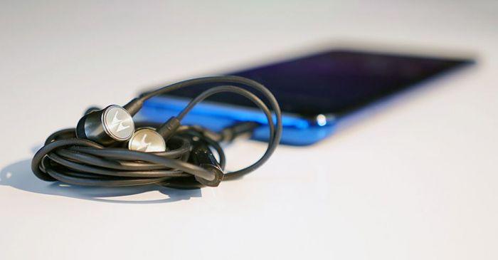 звук Motorola One Vision