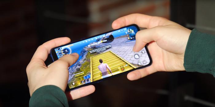 сравнение производительности iPhone 7 и Xiaomi Mi 9