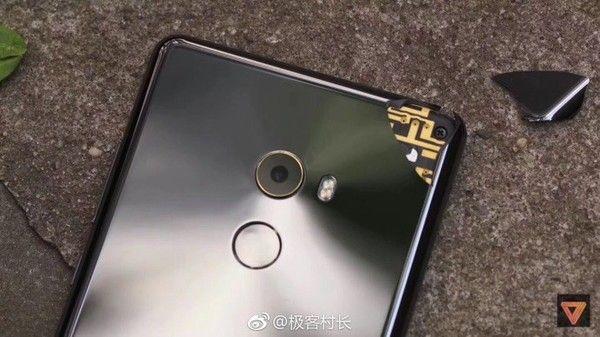 Xiaomi Mi Mix 2 уже успел выскользнуть из чьих-то рук – фото 2