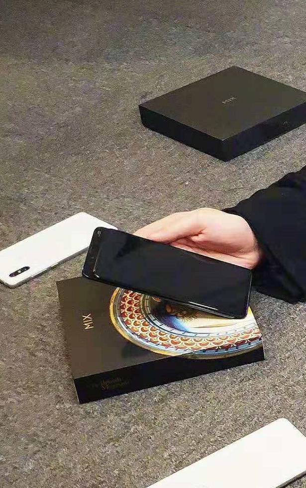 Xiaomi Mi Mix 3 вновь показали на фото – фото 3