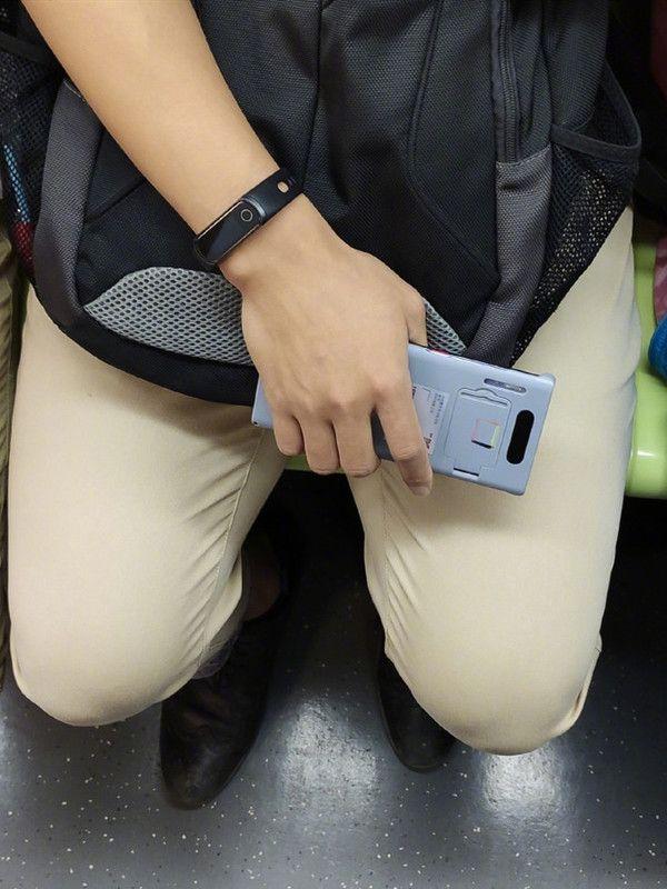 Huawei Mate 30 замечен в руках пользователя – фото 3