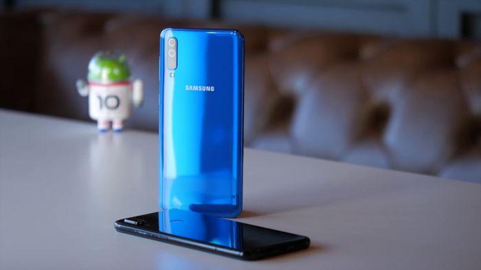 Samsung Galaxy A50 или Xiaomi Mi 9 SE: какой смартфон купить? – фото 18