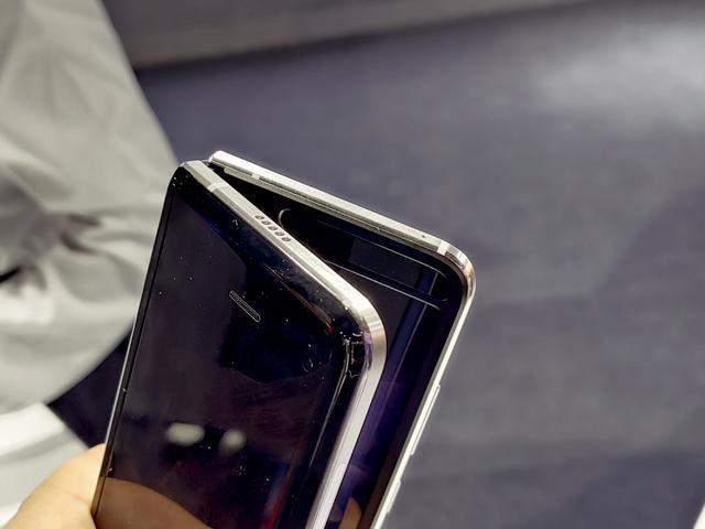 Анонс Samsung W20 5G: разогнанная 5G-версия Galaxy Fold – фото 6