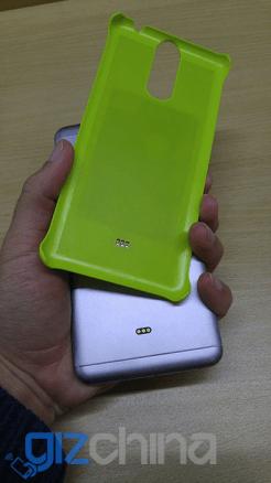 Oukitel тестирует смартфон с поддержкой технологии беспроводной зарядки – фото 2