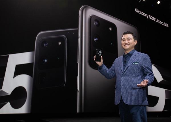 Samsung ждет падение на рынке смартфонов – фото 1