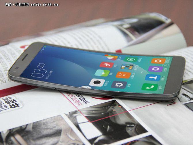 Huawei и Xiaomi в этом году представят свои версии флагманов с изогнутыми экранами – фото 1