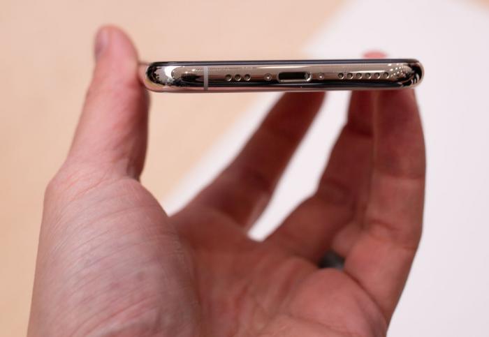 Apple может отказаться от выреза для Lightning-порта в 2021 году – фото 2