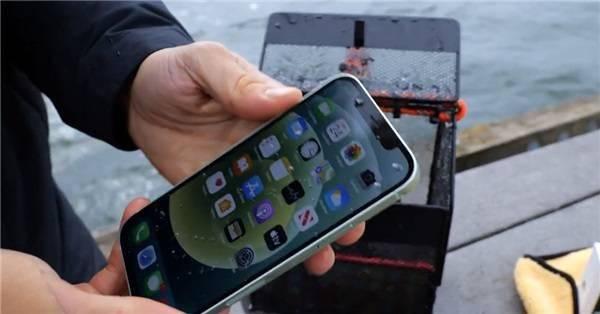 Водонепроницаемость iPhone 12 и iPhone 11 проверили на практике – фото 1