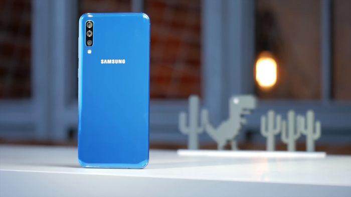 Samsung Galaxy A50 или Xiaomi Mi 9 SE: какой смартфон купить? – фото 2