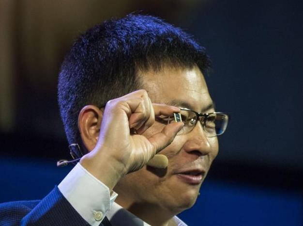 Huawei Mate 10 — результат соединения инноваций и амбиций компании. Цена впечатляет – фото 2