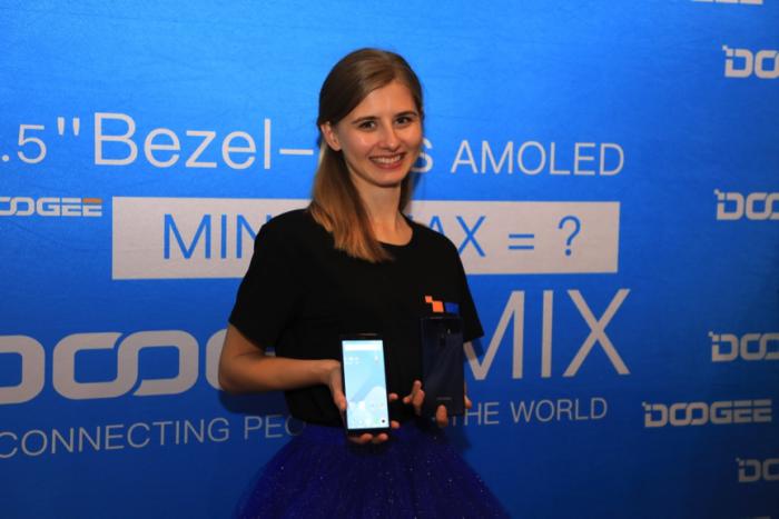 Doogee показала безрамочный MIX 2 на конференции в Праге – фото 2