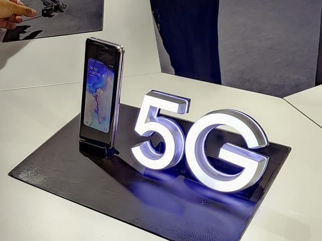 Анонс Samsung W20 5G: разогнанная 5G-версия Galaxy Fold