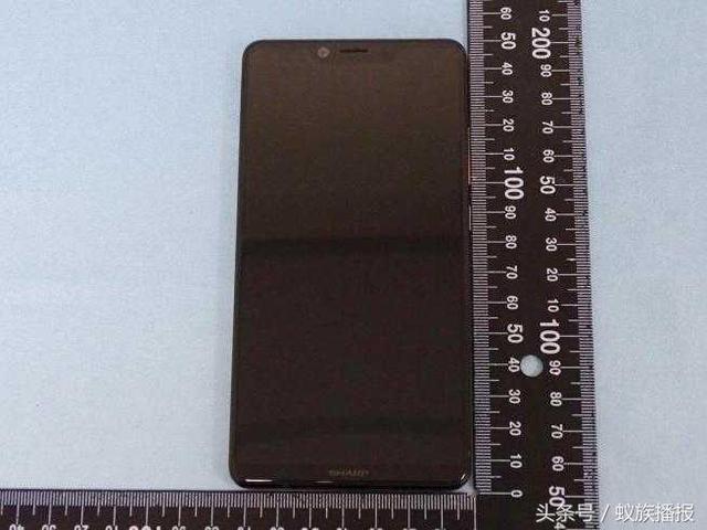 Новый безрамочный Sharp AQUOS S3 выглядит почти как iPhone X – фото 1