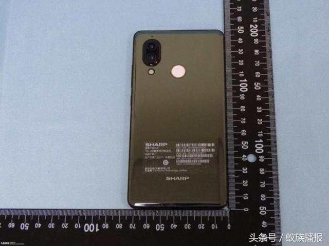 Новый безрамочный Sharp AQUOS S3 выглядит почти как iPhone X – фото 2