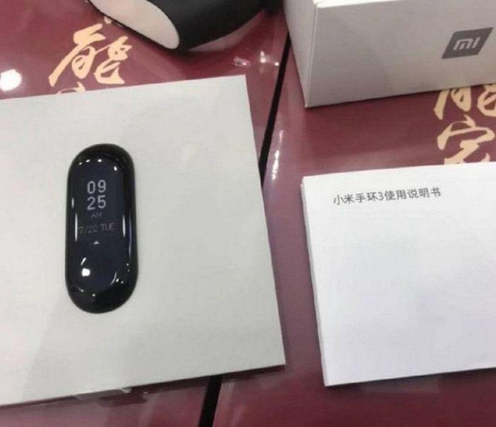 Xiaomi Mi Band 3 на «живом» фото за день до презентации – фото 1