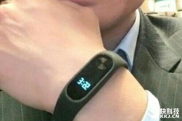 Фитнес-браслет Xiaomi Mi Band 2 поступит в продажу 7 июня – фото 1