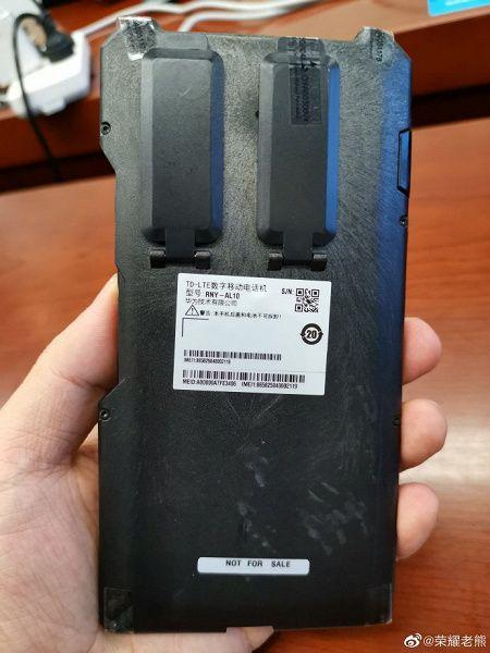 Фото чехла, скрывающего внешность новых смартфонов Honor – фото 1