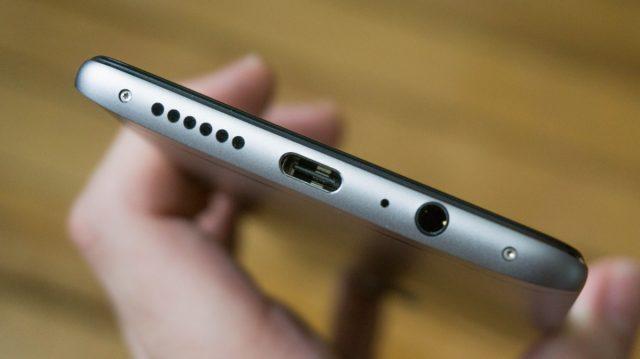 Samsung Galaxy A8s могут лишить 3,5 мм аудиоджека – фото 2