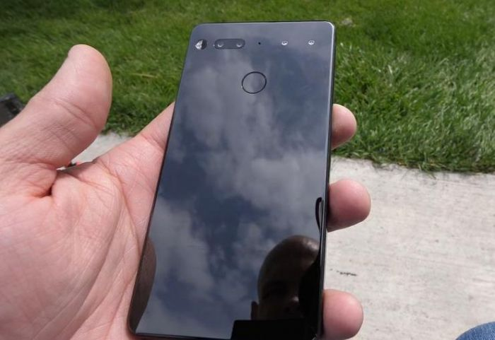 Дроп-тест безрамочного Essential Phone от JerryRigEverything – фото 2
