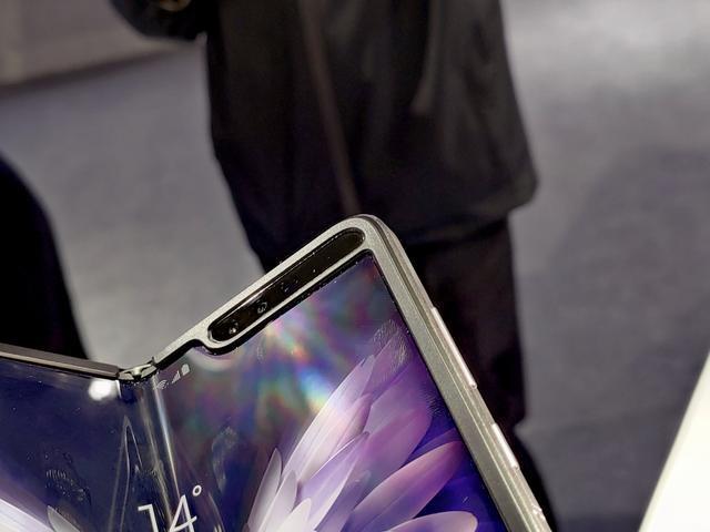 Анонс Samsung W20 5G: разогнанная 5G-версия Galaxy Fold – фото 5