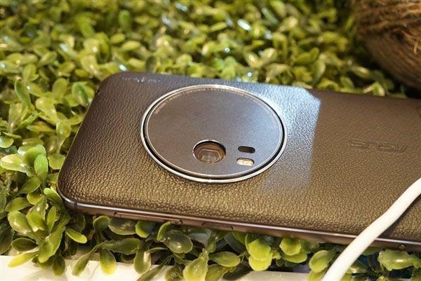 Камерофон ASUS ZenFone Zoom пришел на прилавки магазинов в Китае – фото 1
