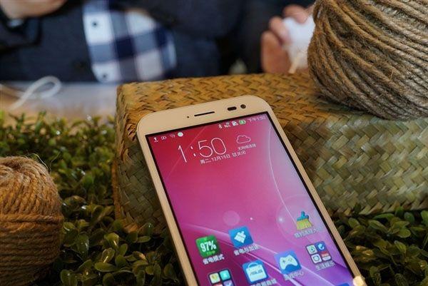 Камерофон ASUS ZenFone Zoom пришел на прилавки магазинов в Китае – фото 2