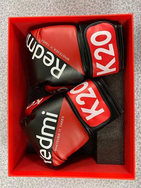 В приглашение на премьеру Redmi K20 компания вложила боксерские перчатки – фото 3