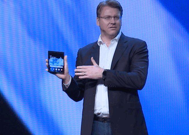 Samsung показала инновационный складной смартфон с гибким дисплеем – фото 1