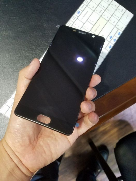 В сети появились фото дисплея Elephone P9000 Edge – фото 1