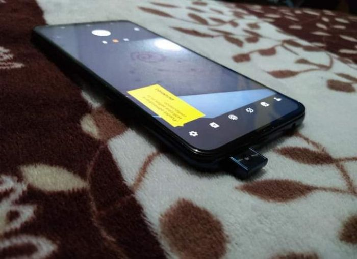 Motorola готовит смартфон с выдвижной фронталкой. Moto Z4 Force? – фото 2